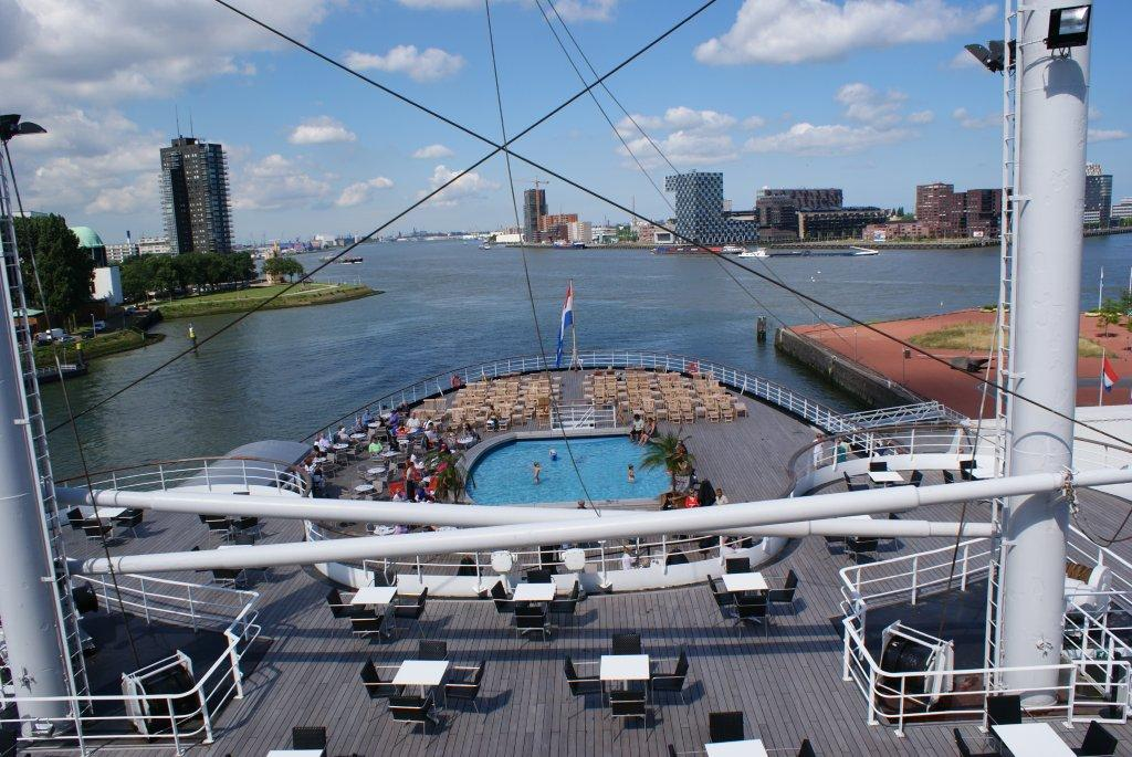De Rotterdam Back deck with pool